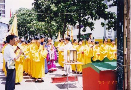 吳天燊道長率領港澳信善壇弟子,參與香港九七回歸祈福法會盛事。