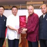 廣東省道教協會向澳門道教協會致送紀念品