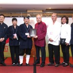 馬來西亞道教總會向澳門道教協會致送紀念品