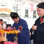 中國道教協會丁常雲副會長向三清神像虔誠上供