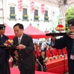 香港嗇色園郭耀偉董事、馬來西亞道教總會陳和章總會長虔誠上供