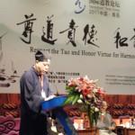 吳炳鋕會長在大會主論壇發言。